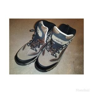 NWOT Hi-Tec Waterproof Hiking Boots Size 8.5